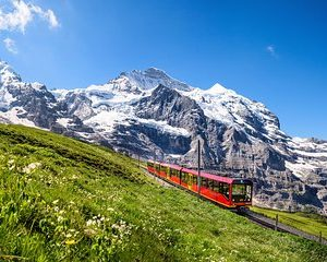 5-Day Famous Mountain Peaks of Swiss Alps Self-Guided from Geneva